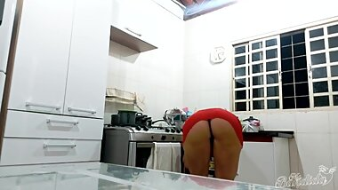 Sexy blonde brasilian MILF in too short red minidress exposes her big ass !