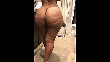 Arab woman with a big fat ass