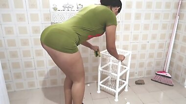 Hot brasilian big ass maid cleaning in too short green minidress upskirt !